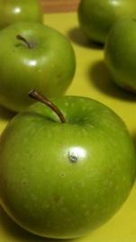 6 little apples
